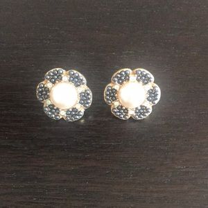 Kate Spade navy and pearl floral earrings